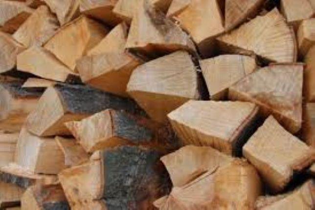 Sezonowane, kaloryczne drewno kominkowe, układane, zdrowe,