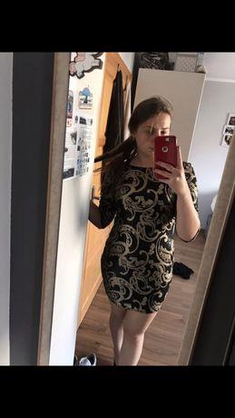 Sukienka cekinowa z wyciętymi plecami