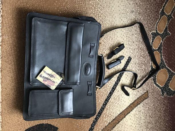 Оригинальный чёрный кожаный портфель GIANNI CONTI