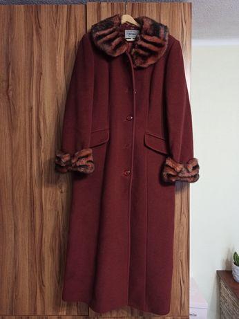 Długi płaszcz damski z naturalnym składem