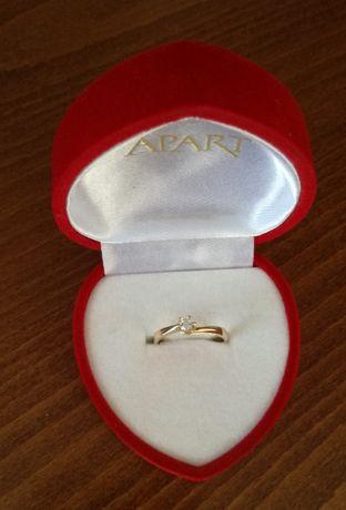 Okazja!Prawie nowy złoty pierścionek z brylantem firmy Apart