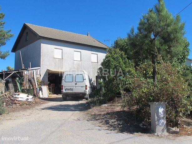 Casa e terreno em Vila Nova de Oliveirinha – Venda Judicial