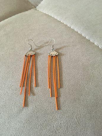 Brincos compridos cor-de-laranja