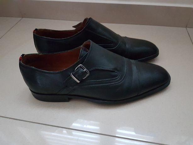 Tommy hilfiger pantofle polbuty skora  mokasyny 43 z klamra