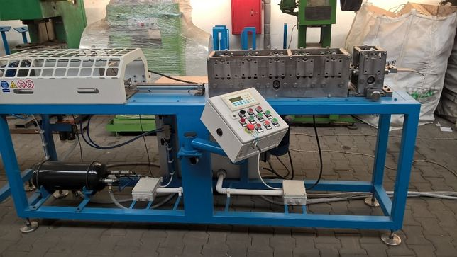 Narożnik perforowany, Maszyna do produkcji narożnika perforowanego