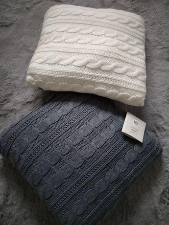Dwie nowe sweterkowe poduszki Jysk margeritt szara kremowa