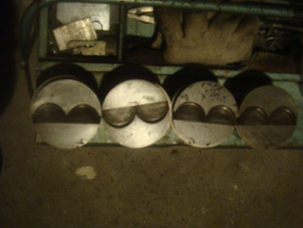 ПоршниТаврия2Р-2шт С кольцами, А 72 мм комплект новые