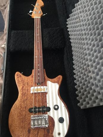 Bass Fretless Teisco 2,7kg