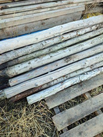 Stemple, słupki ogrodzeniowe drewniane.