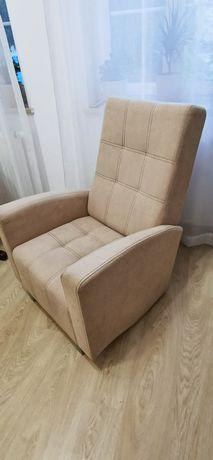 Beżowy tapicerowany fotel