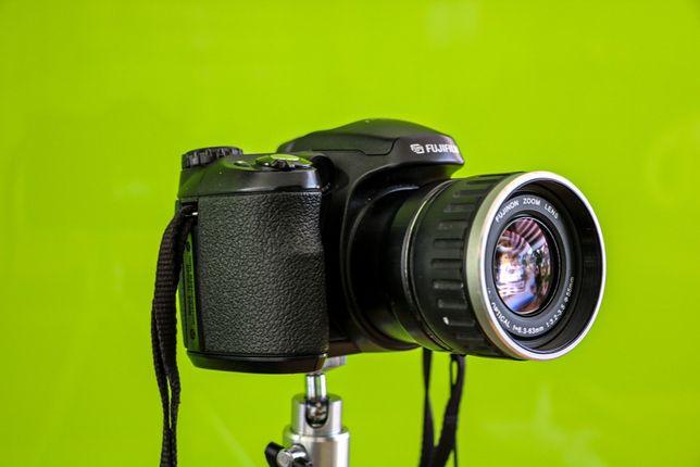 Aparat cyfrowy Fujifilm Finepix S5600 - prawie jak lustrzanka