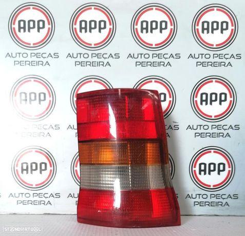 Farolim traseiro direito Opel Astra F carrinha fumado de 1997 de 3 portas