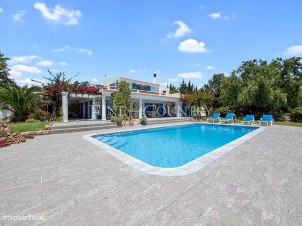 Moradia tradicional de 4 quartos com piscina e vista mar ...