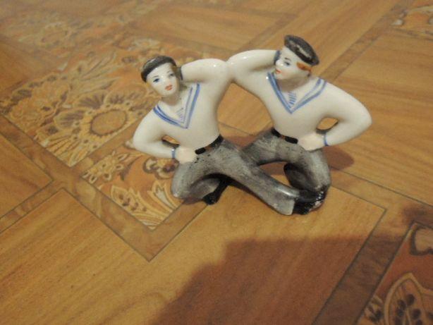 фарфоровая статуэтка. -моряки. танец яблочко