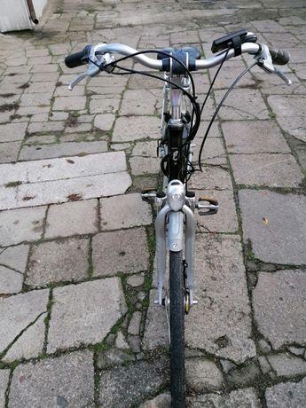 Rower elektryczny Batavus ze wspomaganiem na manetce piękny i wygodny