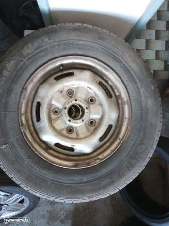 Conjunto de 5 jantes de ferro c/pneus 215/75/R16 Ford Transit (2001)
