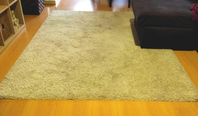 Carpete bege grande