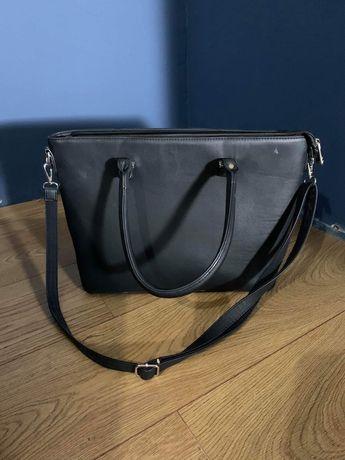 Duza pojemna czarna torebka z paskiem