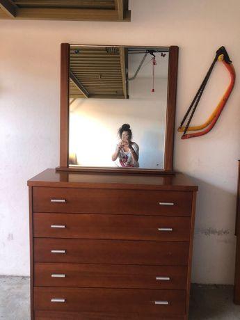 Cômoda com espelho