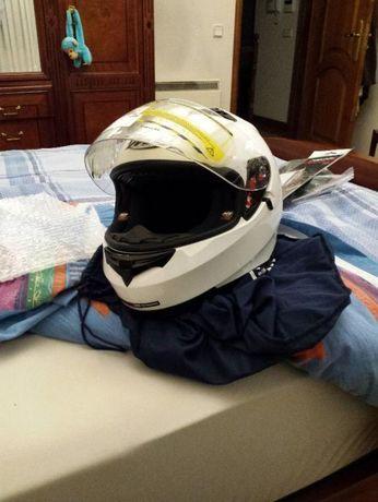 capacete MT helmets branco com gps location