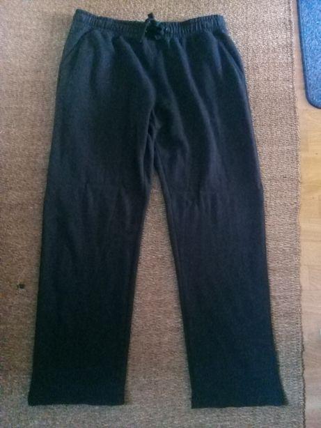 Spodnie dresowe męskie firmy Dunnes