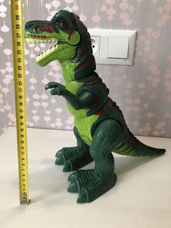 Оргомный динозавр