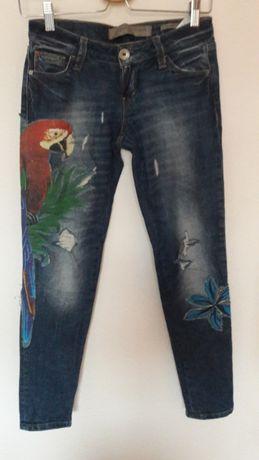 Spodnie firmy Guess rozmiar 24