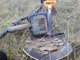 Поиск с металлоискателем потеряных вещей и драгоценностей.
