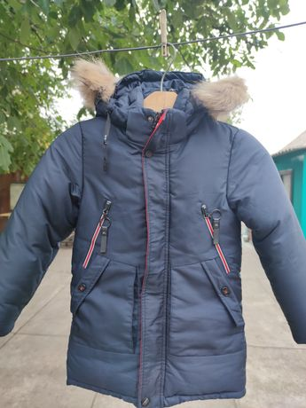 Зимняя куртка на мальчика 5-6 лет.