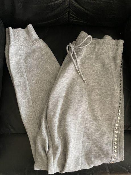 Piękne siwe spodnie dresowe z boku wysadzane cyrkoniami Michael Kors