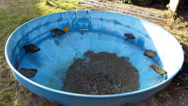 basen zbiornik staw oczko wodne