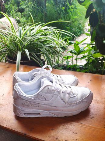 Buty sportowe białe rozmiar 40