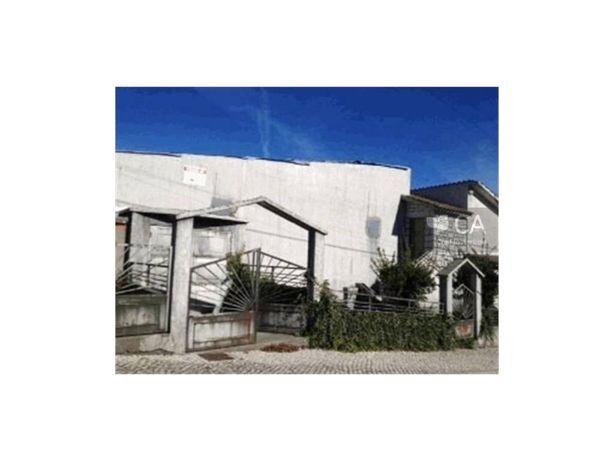 Edifício destinado a comércio, onde esteve instalada uma ...