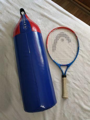 Груша и ракетка для тенниса