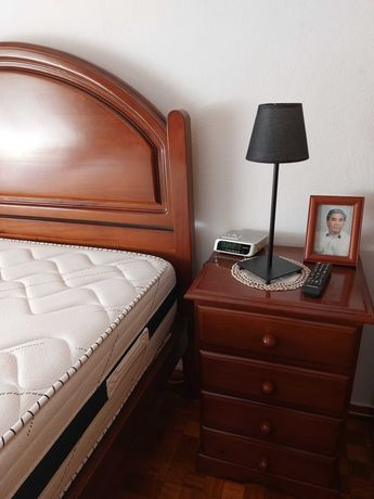 Mobília de Quarto em madeira maciça Pinho Mel