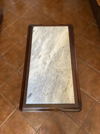 Mesa em madeira e mármore