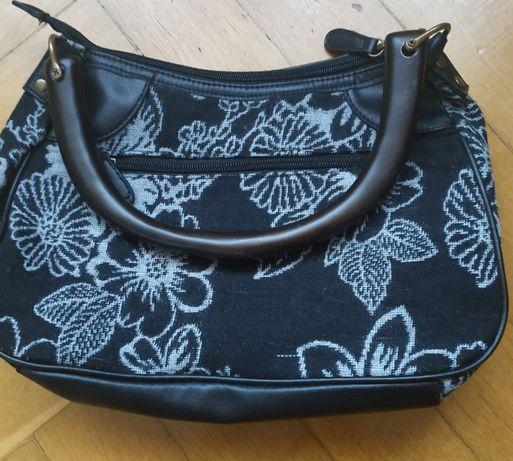 torebka damska z materiału; czarna w szary deseń