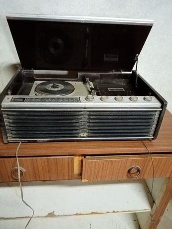Rádio gira discos antigo