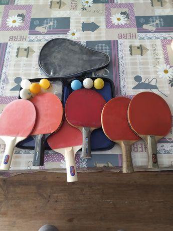 Raquetes e bolas tênis de mesa