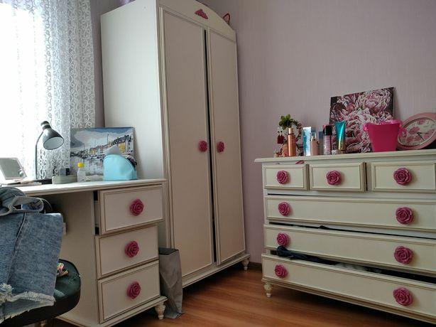 Шкаф,камод,стіл,тумбочкм