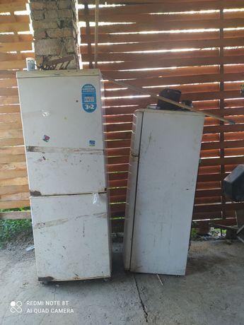 Холодильник (два холодильника)