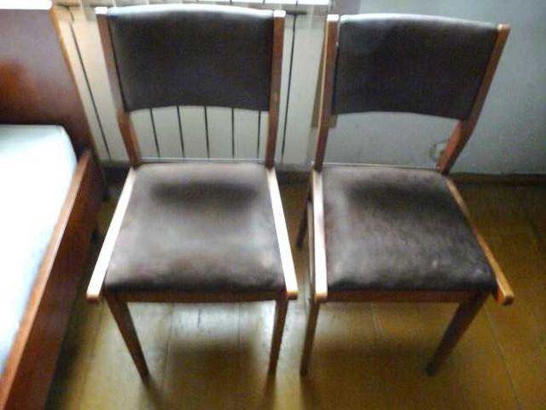 krzesła drewniane tapicerowane z PRL