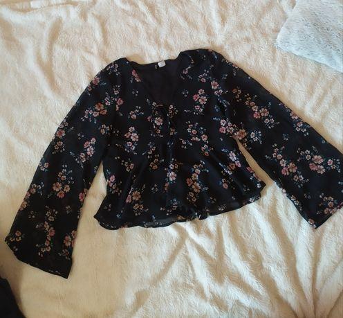 Блуза черная с цветочным принтом