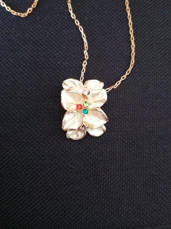 Naszyjnik z zawieszką różowe złoto
