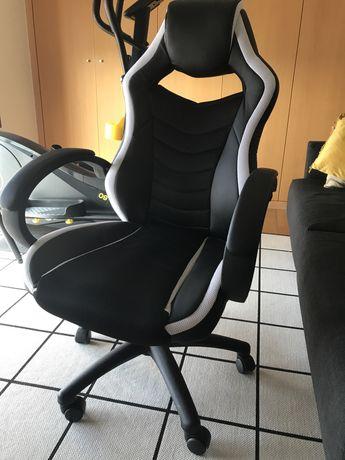 Cadeira Gamer em excelente estado
