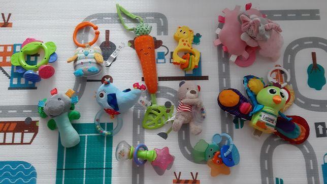 Zestaw zabawek niemowlęcych,grzechotki Lamaze Topomini i inne
