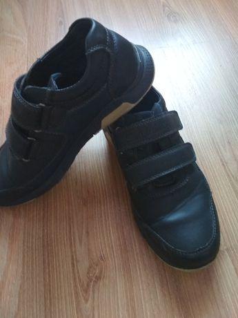 Весняні туфлі для хлопчика.