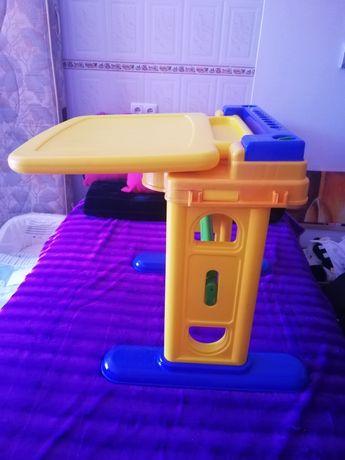 Secretaria com quadro criança