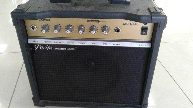 Продам комбик для электрогитары MC GEE SKAK30A. 30 ватт мощность.