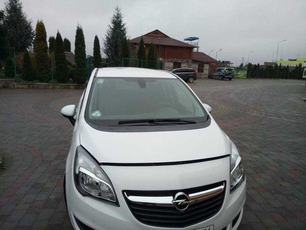 Машина Opel на украинских номерах